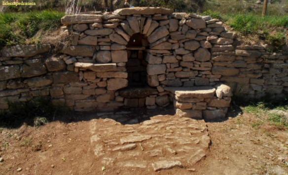 Vista frontal de la font