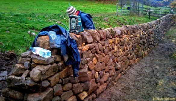 mur de partió entrada de la finca