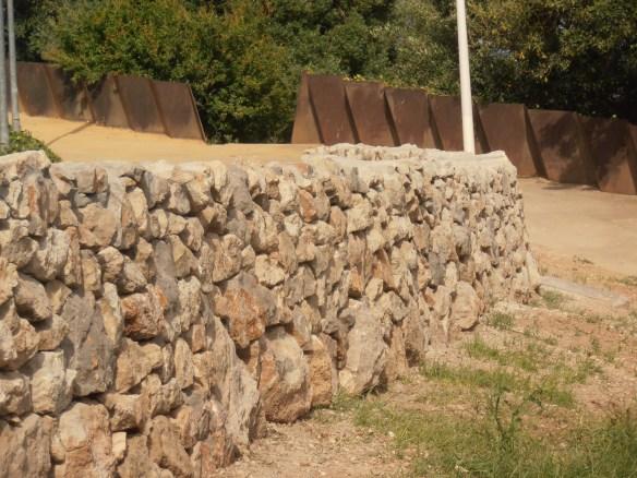 Mur de calcari blanc de Castlldefels