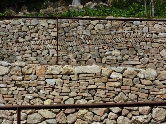 visió dels dos murs de pedra en sec