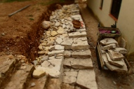 Gairebé dos metres d'amplada de pedres